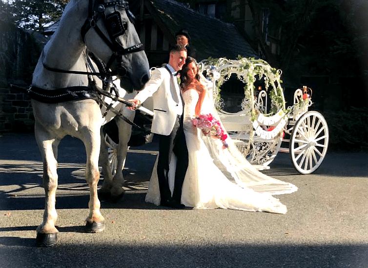 Bride and Groom w cinderella carriage